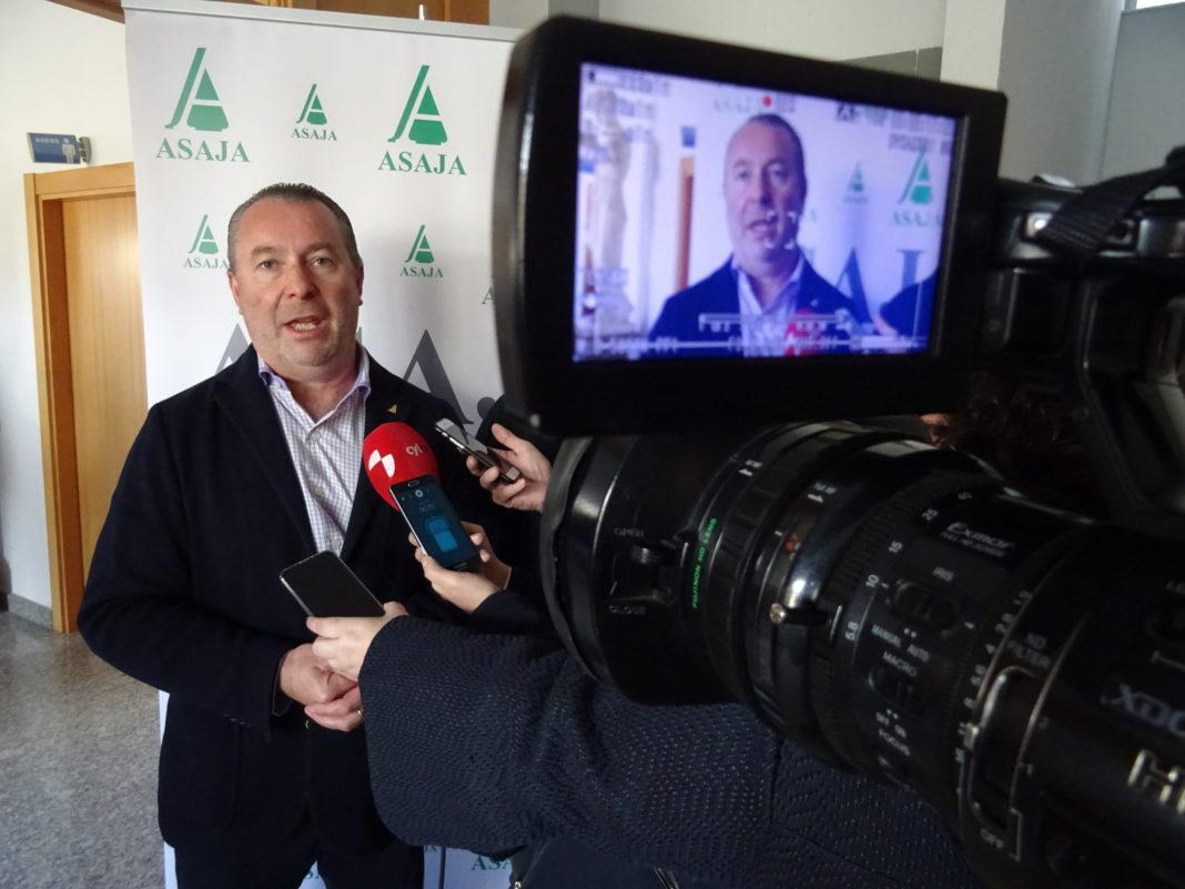 Donaciano Dujo, ante los medios de comunicación en una jornada celebrada por ASAJA Salamanca. FOTO: ASAJA Salamanca.