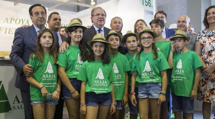 Representantes de ASAJA Salamanca y de las administraciones. Foto: ASAJA Salamanca.