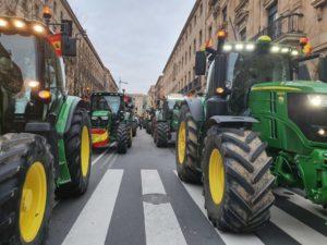 Tractores, colapsando Gran Vía.  Verónica G. Arroyo