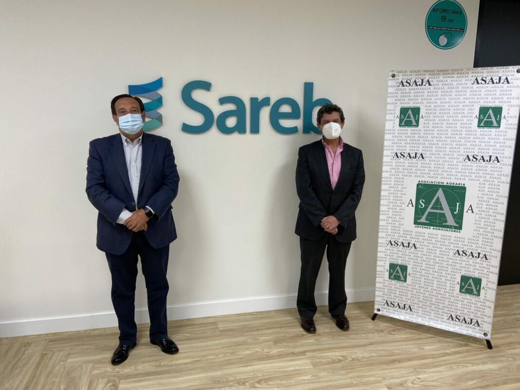 De izda a dcha, el presidente de ASAJA Nacional, Pedro Barato, y el presidente de Sareb, Jaime Echegoyen.
